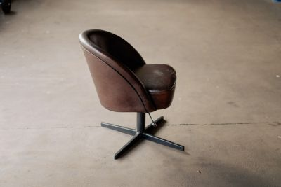 Drehsessel Leder Industriedesign in der Farbe Rich-Brown.